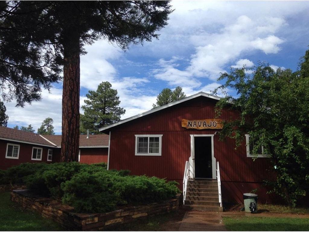 navajo-cabin